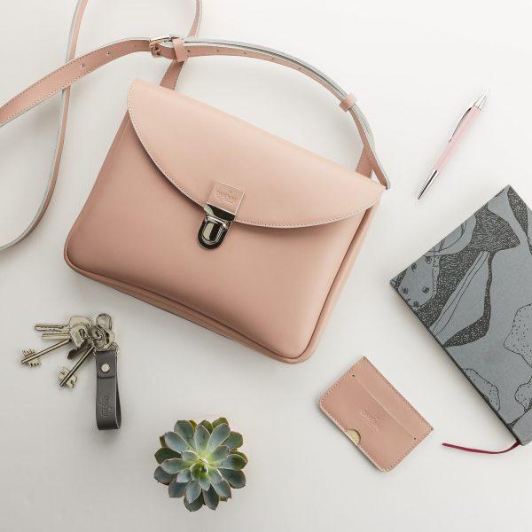 púder színű női táska púder kártyatartóval