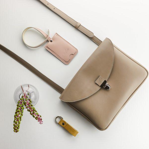 taupe eve táska púder színű bérlet tartóval