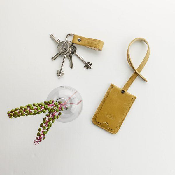 mustár színű bőr bérlet tartó tok, mustár színű kulcstartóval