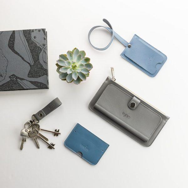 szürke női pénztárca szürke kulcstartóval kék kártyatartóval és kék bérlettartóval
