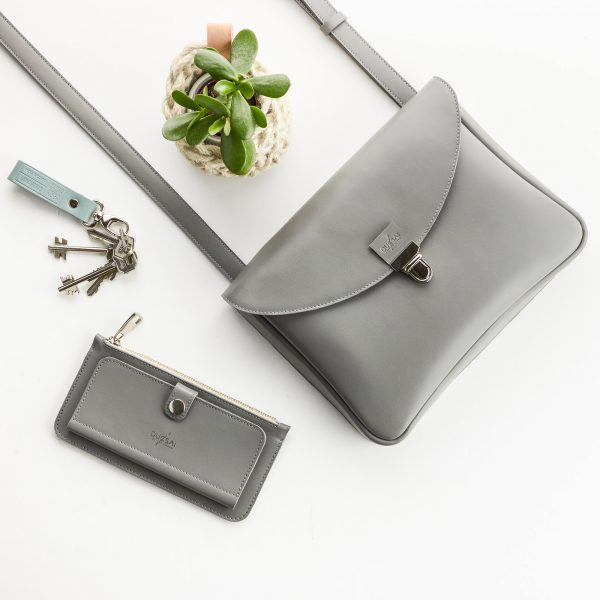 szürke bőr táska szürke edit tárcával kék bőr kulcstartóval