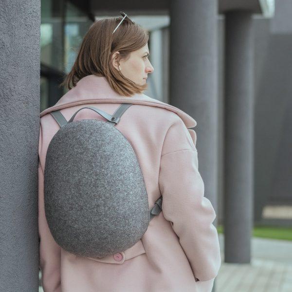 gyapjúfilc hátizsák bőr pántokkal