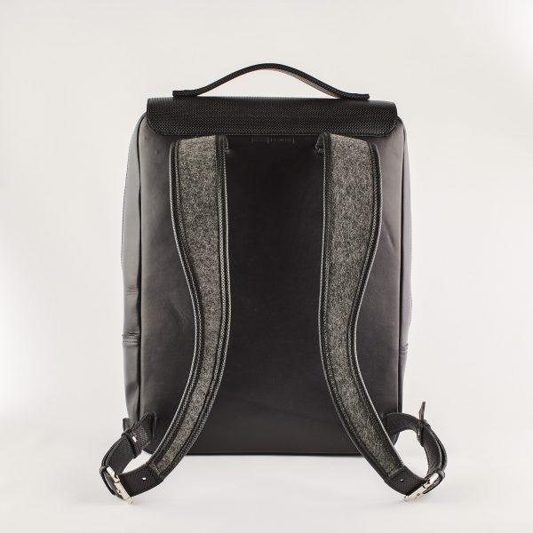 szürke gyapjú filc hátizsák fekete bőr hátlappal és pántokkal