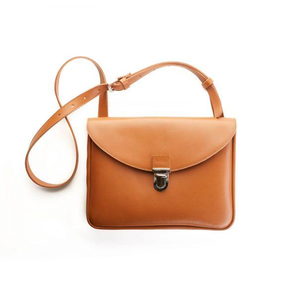 fahéj színű női bőr táska ezüst csattal
