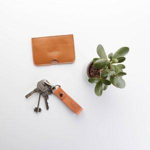 fahéj színű kártyatartó növényi cserzésű kulcstartóval