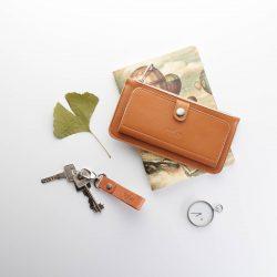 fahéj színű bőr pénztárca hozzá passzoló kulcstartóval